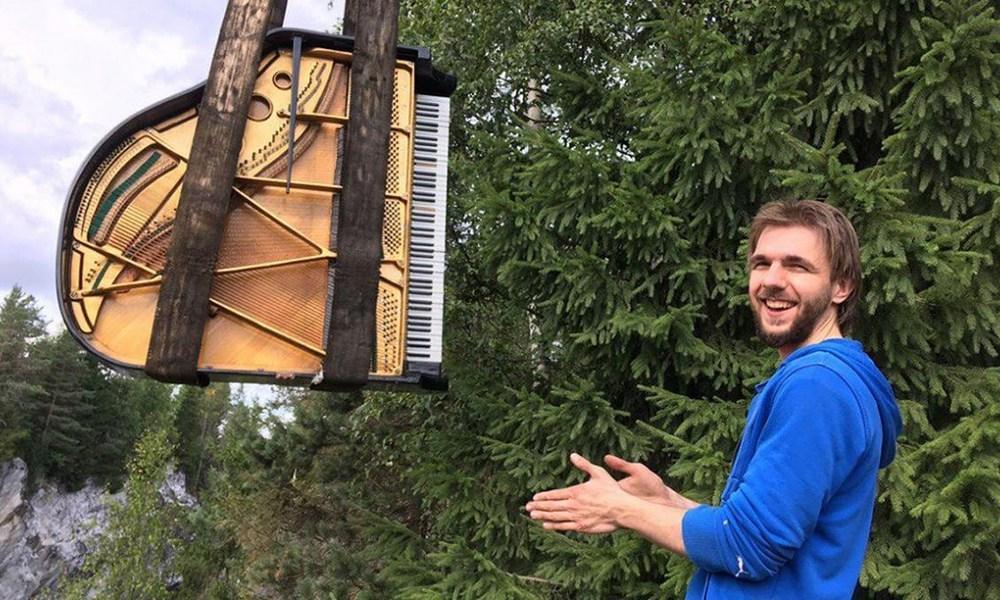 Петербургский музыкант сыграет нарояле среди свалки