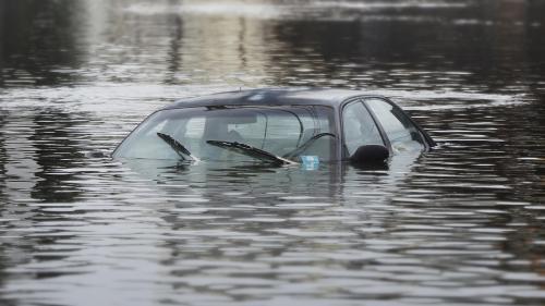В Омске затопило стадион «Юность» и парковку рядом с ним