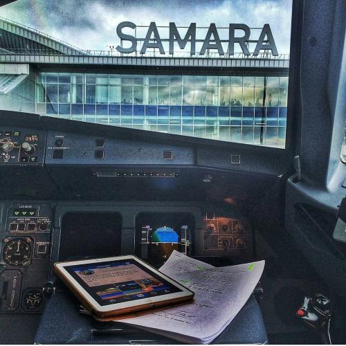 В Самаре более 15 часов пассажиры ждали вылета в Барселону из-за поломки двигателя