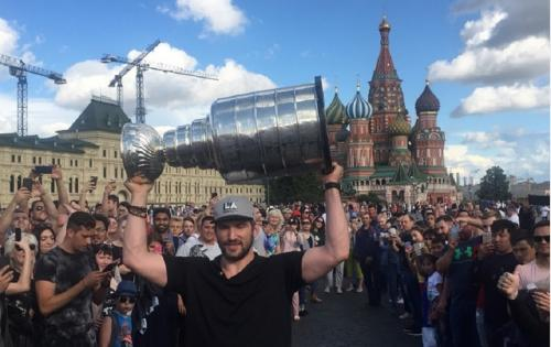 Овечкин появился на Красной площади с Кубком Стэнли