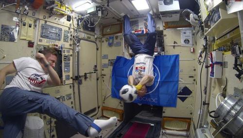 Мундиаль добрался до космоса: На МКС перед финалом сыграли немец и двое россиян