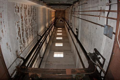 В девятиэтажке в Воронеже заработал лифт впервые за 41 год