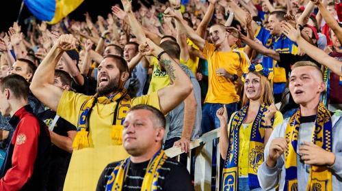 «Футбол и голубки»: Ростовчанин сделал предложение возлюбленной во время матча
