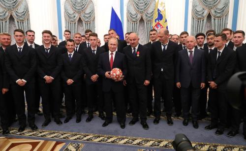 Черчесов запретил футболистам выпить шампанское с Путиным в Кремле