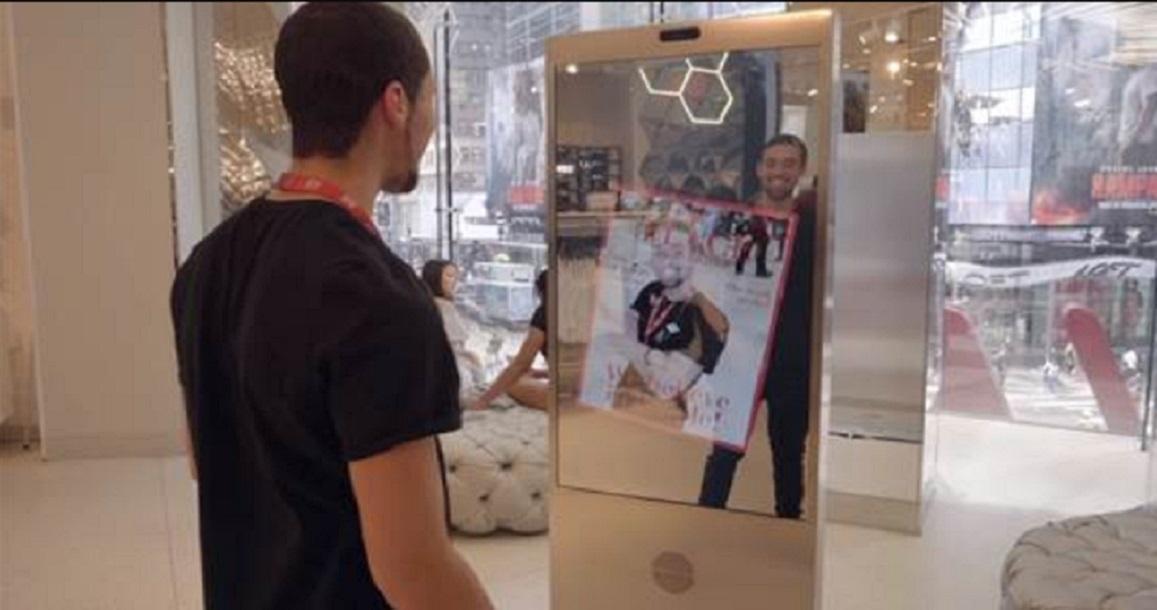 «Умное» зеркало Microsoft даст гостям H&M советы постилю
