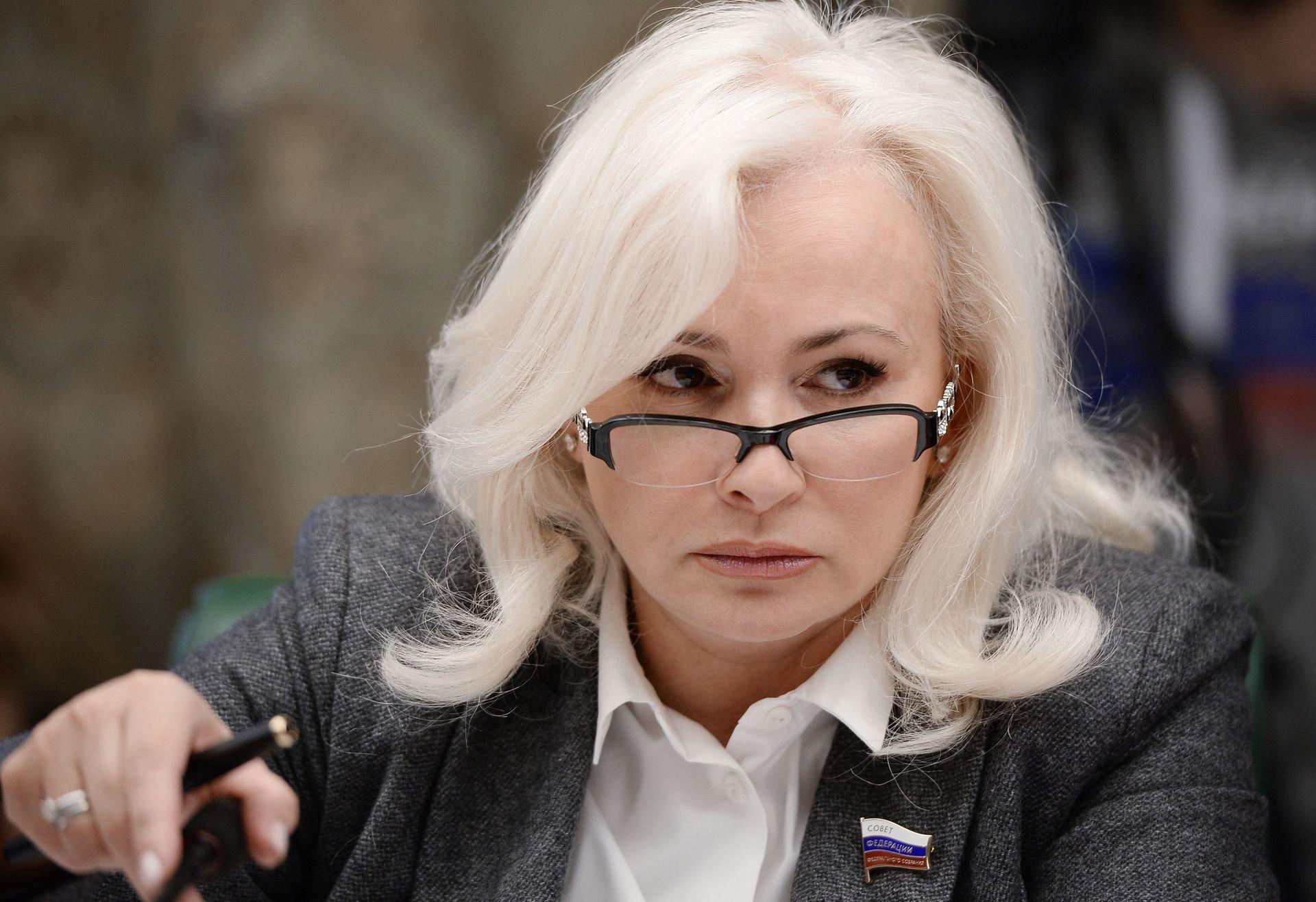 Фото сМайдана ипутеводитель поКрыму: СМИ поведали оподарках Порошенко