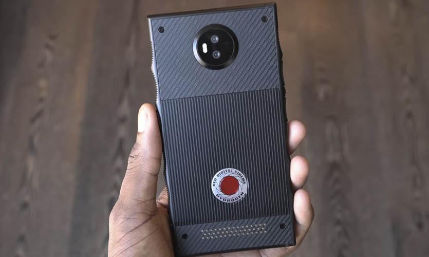 Названы сроки выпуска телефона Hydrogen One сголографическим экраном