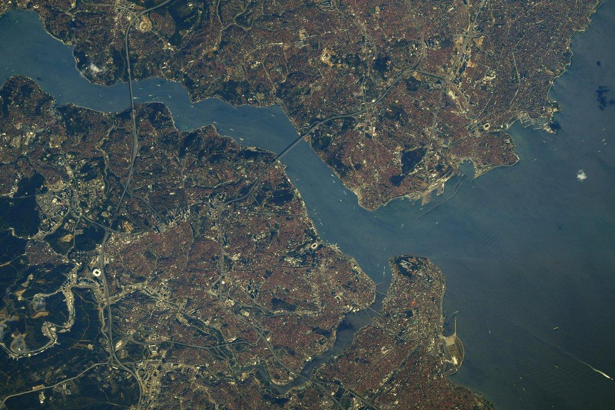 Через иллюминатор МКС: астронавт NASA продемонстрировал увлекательное фото Черного моря