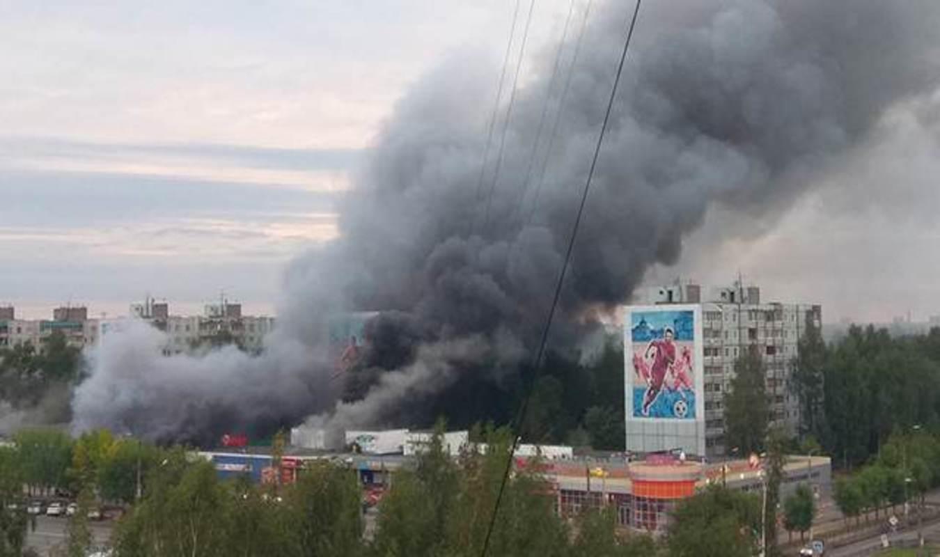 ВТвери горел торговый центр