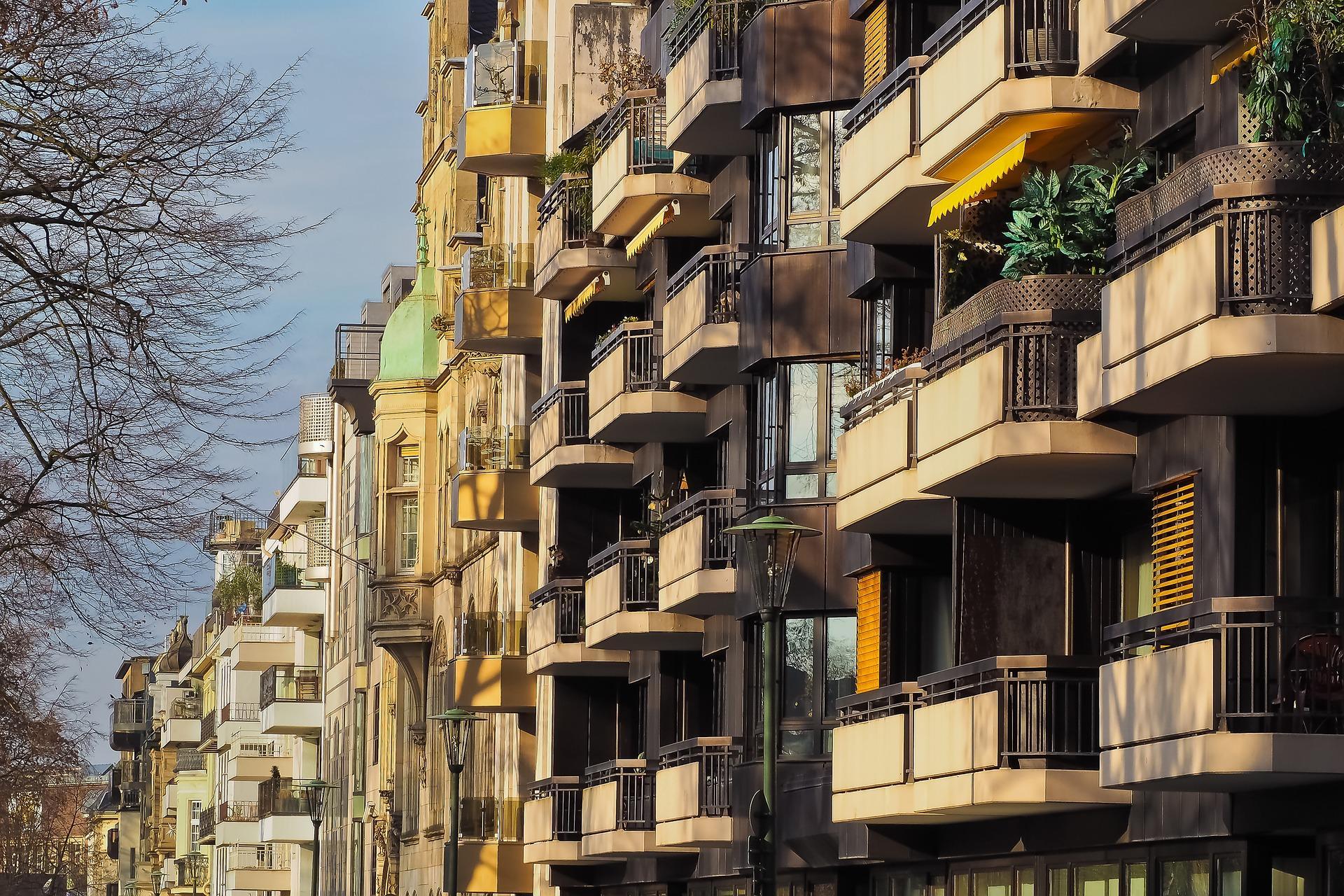 ВБалашихе ребенок выпал изокна квартиры на10-м этаже