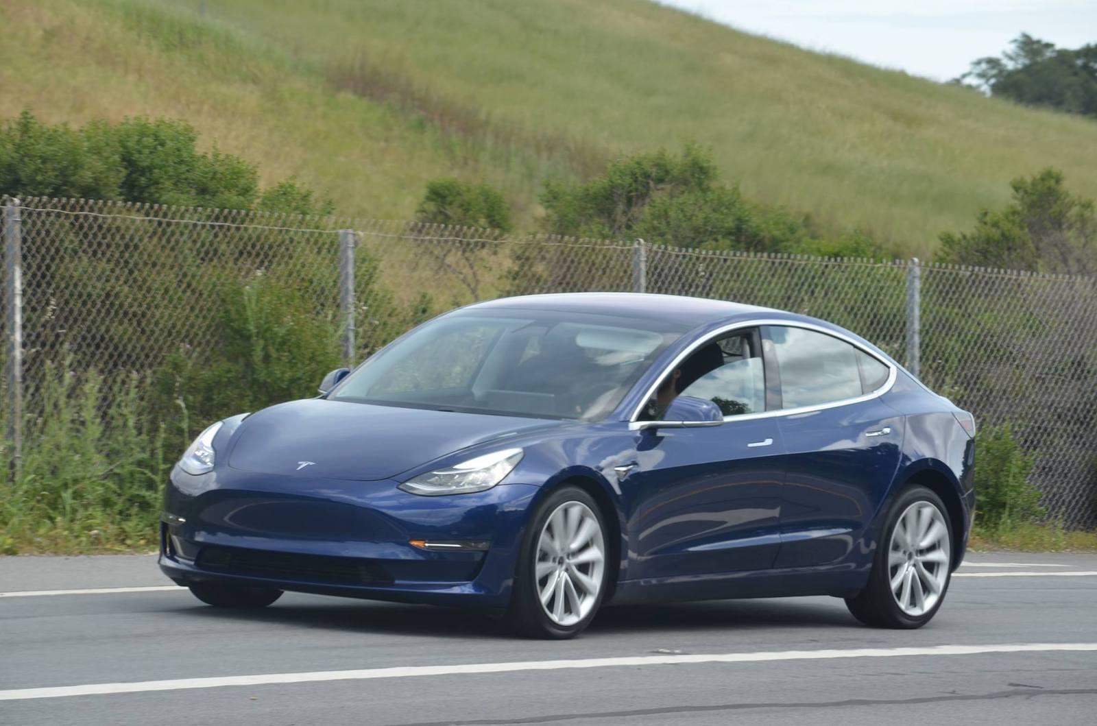 Аналитики уверены, что Tesla терпит убытки из-за Model 3
