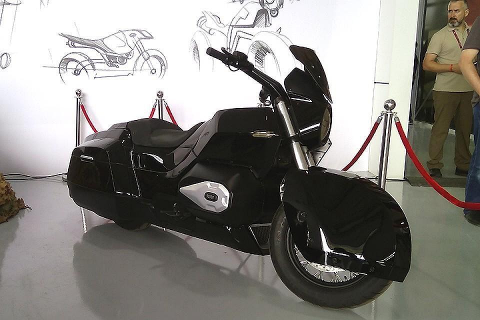 Мантуров: Мотоцикл президентского «Кортежа» будет на100% электрическим