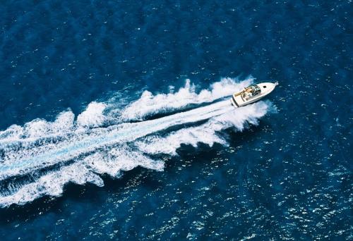 В Черногории россиянку сбил катер в Адриатическом море
