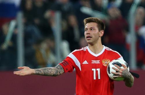 «Футболист-пешеход»: Суд лишил Федора Смолова водительских прав