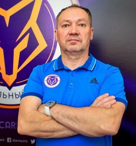 Спортивный врач «Армавира» спас мужчину при посадке самолета во Владивостоке