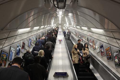 В петербуржском метро рассказали правду о щетках на эскалаторах