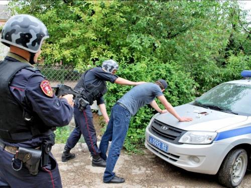 Полиция извлекла из трусов крымчанина лампочку с наркотиками