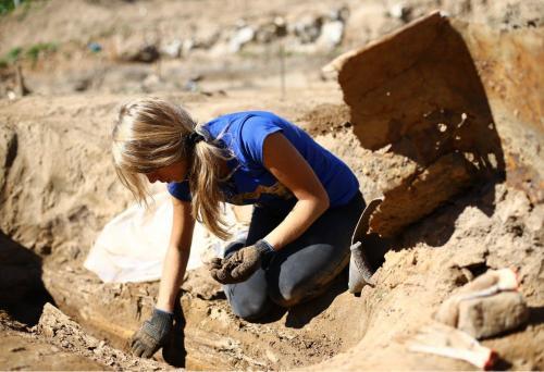 При раскопках в Пскове обнаружили жетон на ношение бороды