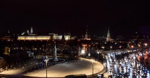 Из-за сильного ливня в Москве пробки достигли 8 баллов