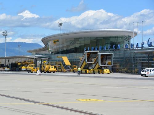 В аэропорту Австрии усиливаются меры безопасности в связи с прилетом Путина