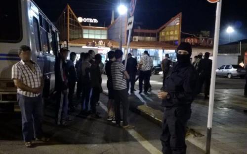 В Оренбурге полиция и ОМОН задержали 64 мигрантов