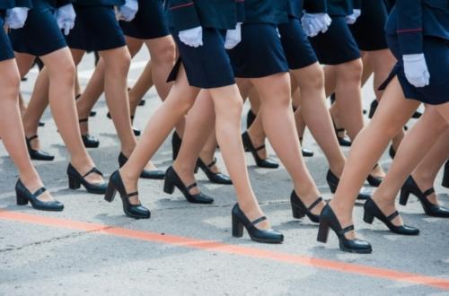 Как домашние тапочки: В Волгограде ортопед рассказал, как правильно выбрать обувь