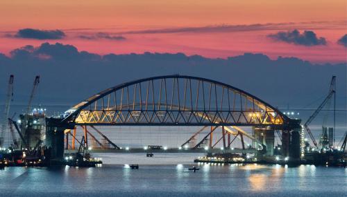 Строительство Крымского моста легло в основу романтической комедии