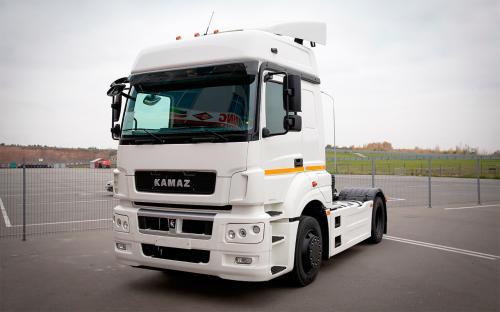 100 газодизельных грузовиков «КАМАЗ» передал корпоративному клиенту