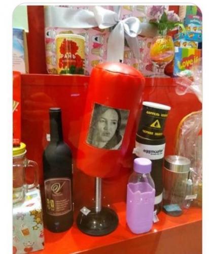 В Мурманске начали продавать боксёрскую грушу с изображением Бузовой
