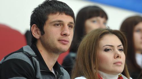 Футболист Дзагоев опроверг расставание с женой