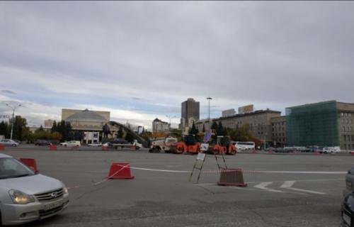 В Новосибирске на площади Ленина перекрыли главную парковку