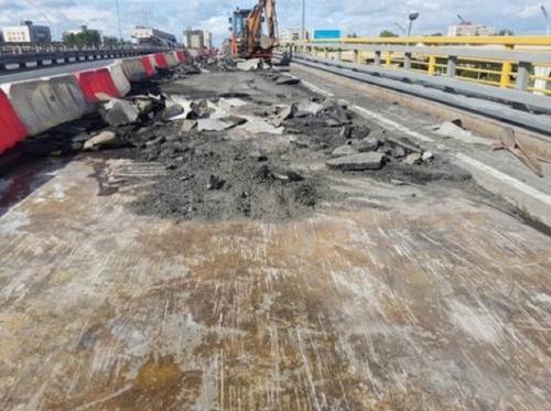 На КАД в районе Вантового моста перекроют движение по двум полосам