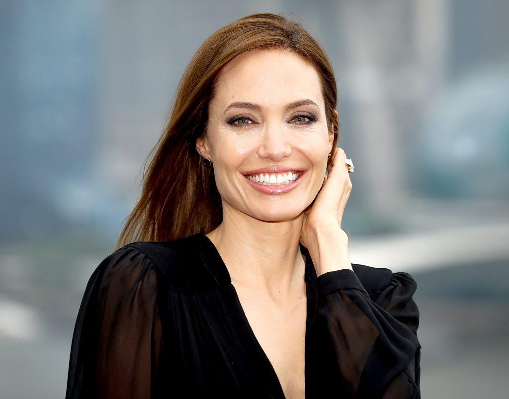 Этой новостью Анджелина Джоли потрясла интернет изоражения