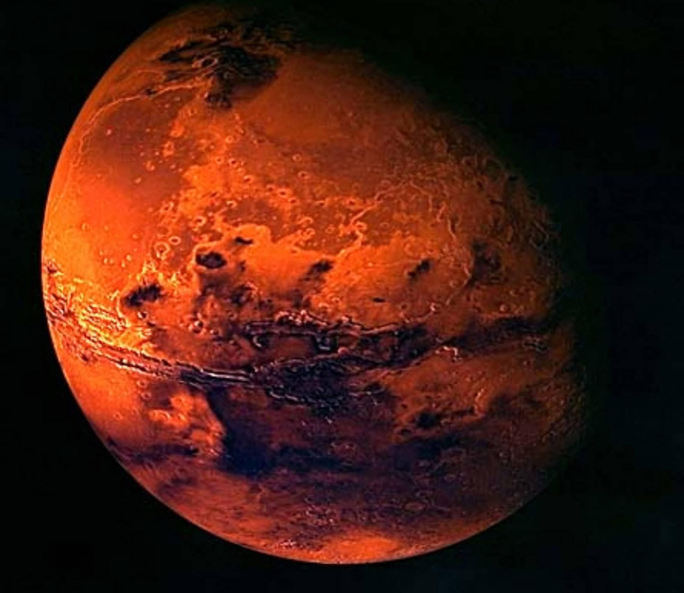 НаМарсе уже второй месяц неисчезает странное облако