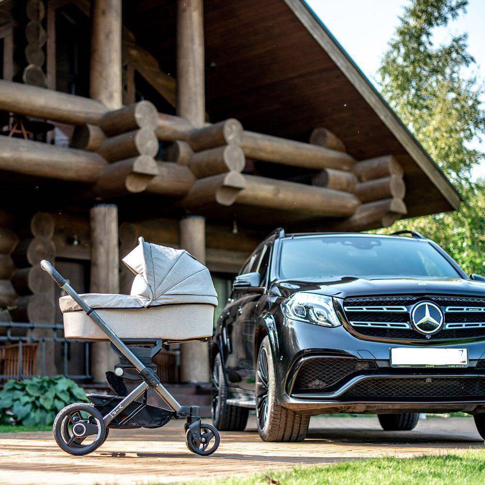 Растят клиентов смолоду: в Mercedes-Benz сделали коляску для младенцев