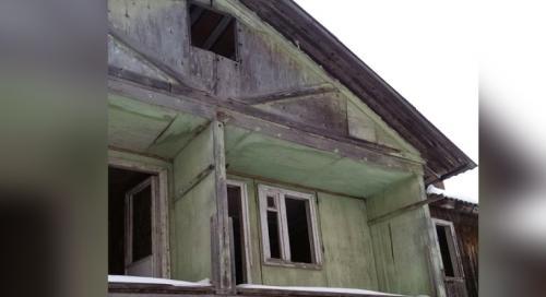 Гнилой дом с плесенью в Свердловской области не признают аварийным