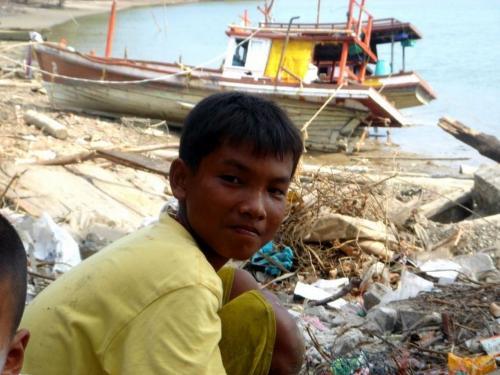 Братские могилы, риск эпидемии, голод и смрад: Цунами и землетрясение разрушили Индонезию