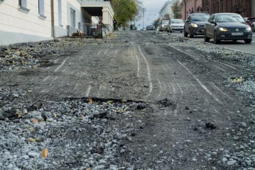 В Екатеринбурге начали убирать только что положенный асфальт