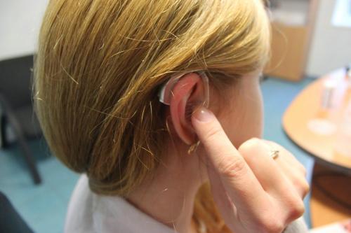 Ученые: Риск деменции снижается до 75% после коррекции слуха и зрения