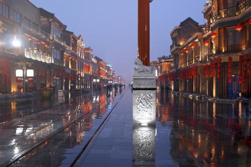 Большое загадочное свечение в ночном небе напугало жителей Пекина