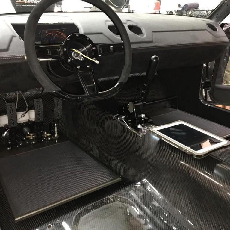 На тюнинг-шоу SEMA дебютировал классический Mustang с мотором Ferrari