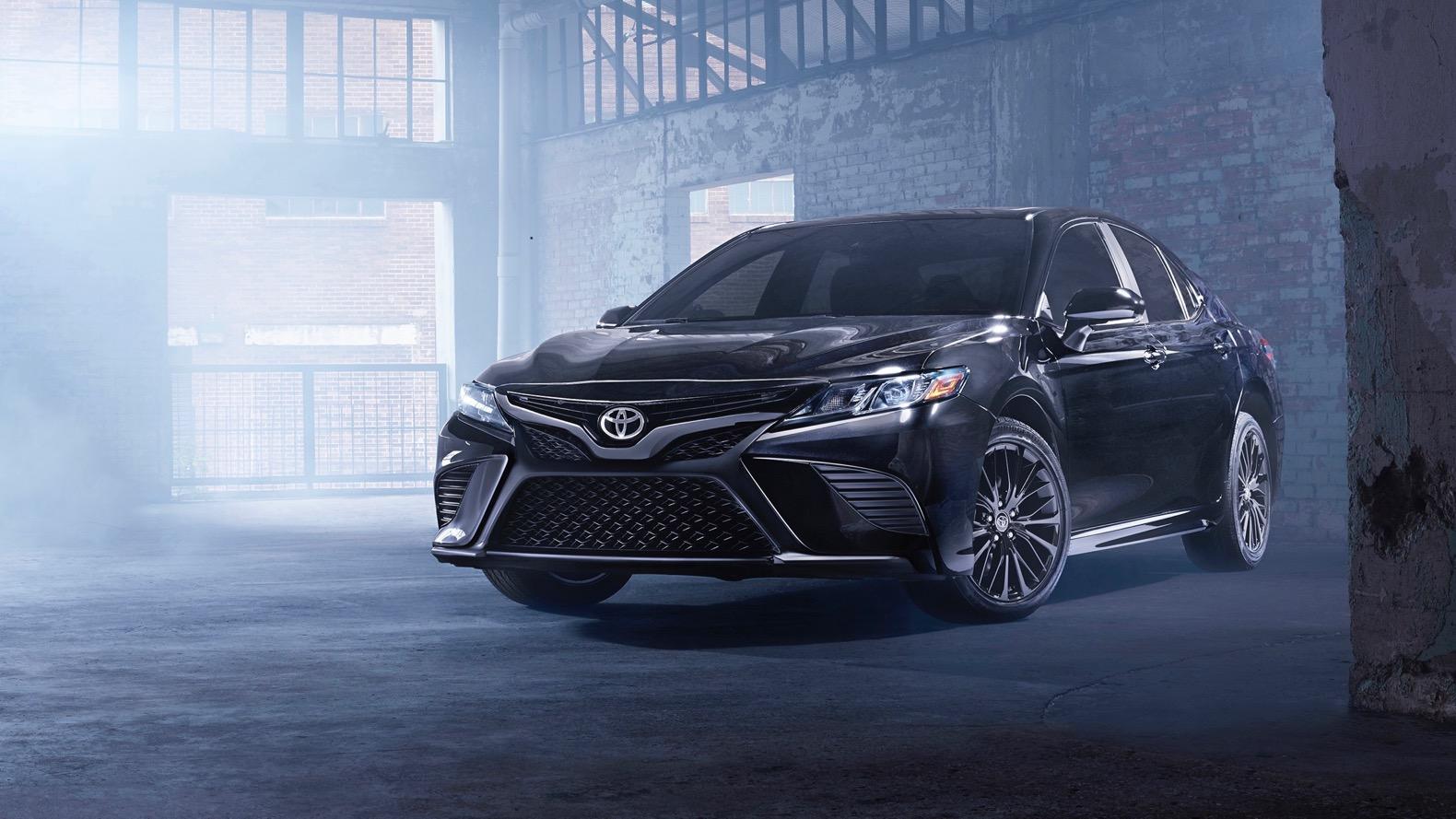 На автомобильное шоу вЛос-Анджелесе Тойота представит «черные» версии Camry иHighlander