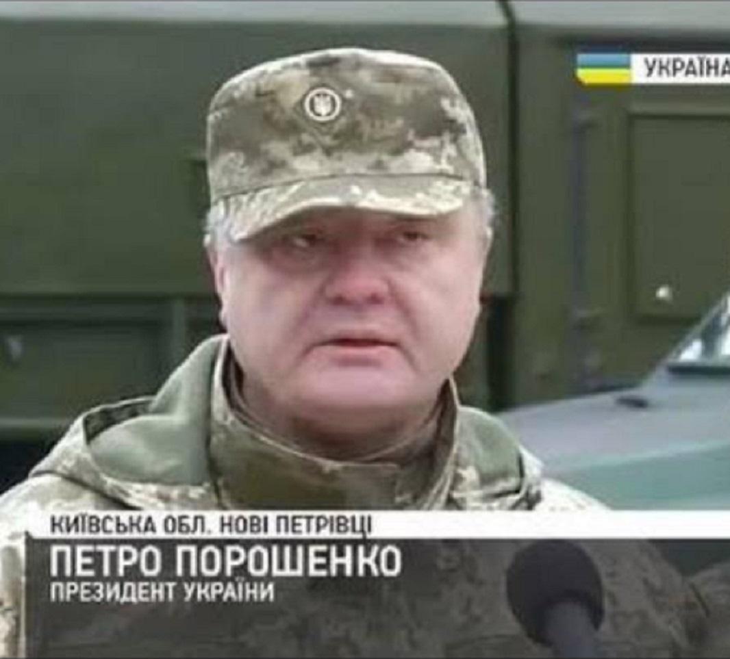 «Подлиз засчитан»: В Сети высмеяли попытку украинского пропагандиста обелить «пьяного в жопу» Порошенко