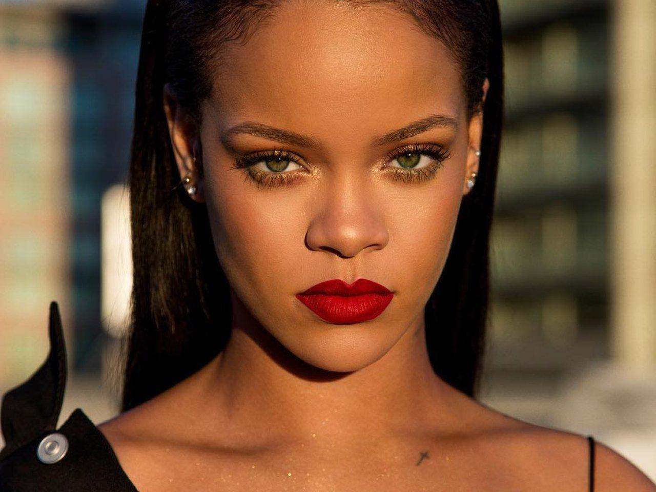 Rihanna Nude Photos 85