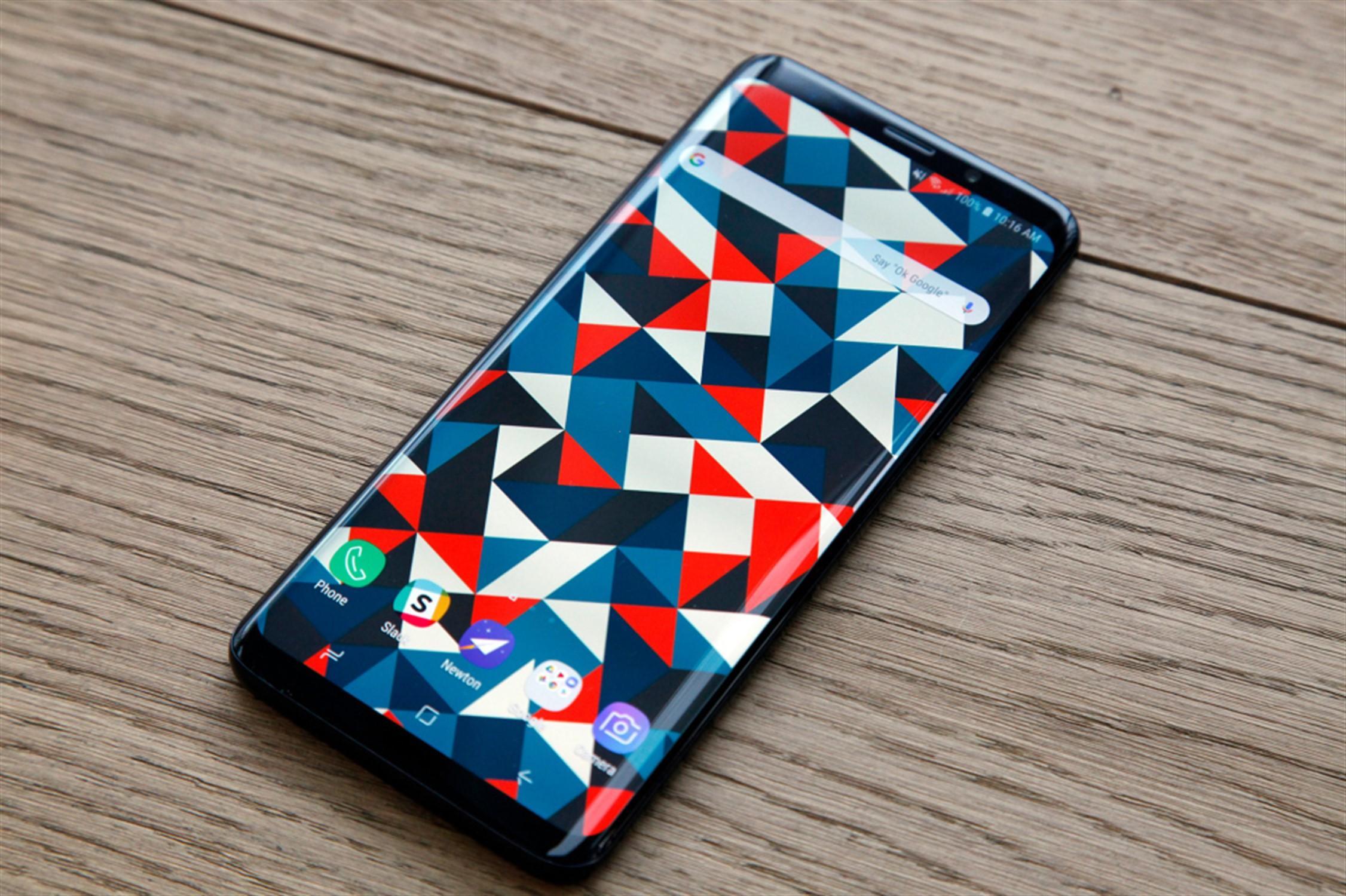 Стали доступны живые фотографии Samsung Galaxy S10e