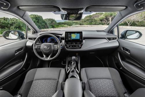 «Лучше взять Ладу Весту Спорт за 1 100 000»: В сети раскритиковали новую Toyota Corolla 2019 за 1,7 млн рублей