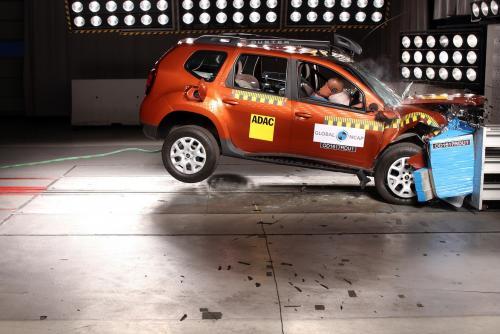 «Кореец»-отличник: Безопасность Hyundai Creta и Renault Duster сравнили эксперты