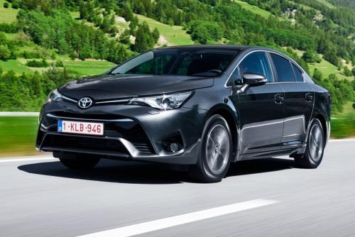Интереснее «Камри»: Незаслуженно забытый Toyota Avensis со «вторички» поразил блогера
