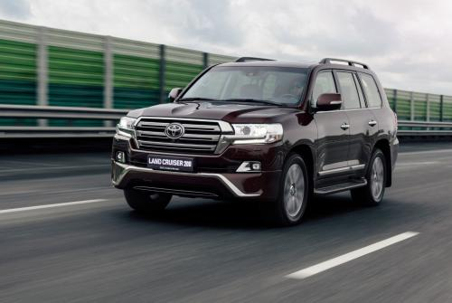 «Практичный и проходимый»: За что уважают Toyota Land Cruiser 200 рассказал блогер