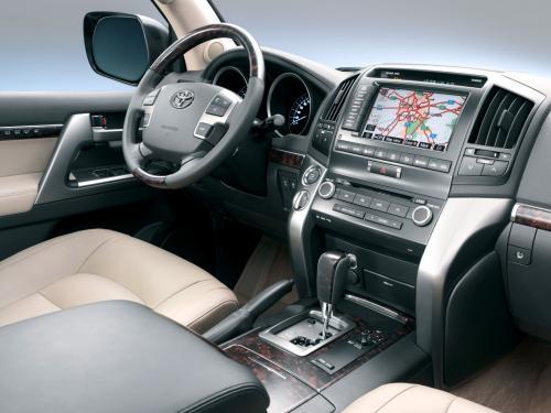 Владелец Toyota Land Cruiser 200 рассказал об отсутствии тяги после «капиталки»
